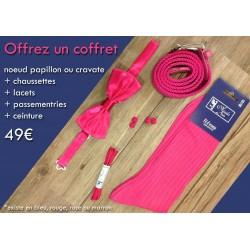 Pack cadeaux :  coffret chaussettes fil d'écosse, ceintures, lacets, nœud papillon ou cravates, passementeries assorties